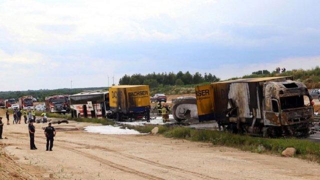 У Польщі автобус з українцями потрапив у ДТП з двома вантажівками