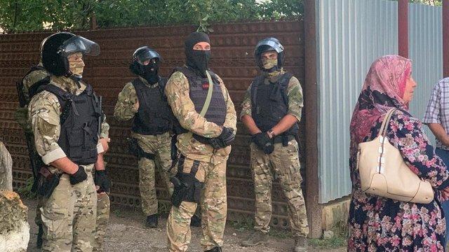 В Криму російські силовики провели масові обшуки і затримання кримських татар