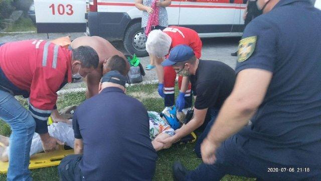 На Львівщині жінка впала в 12-метровий колодязь і вижила