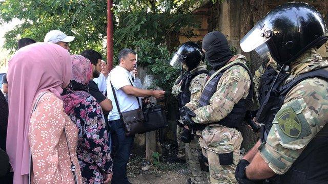 У Криму російські окупанти незаконно затримали сімох кримських татар