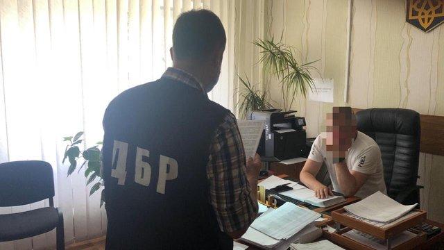 Екс-прикордоннику оголосили підозру в незаконному пропуску Порошенка на Мальдіви