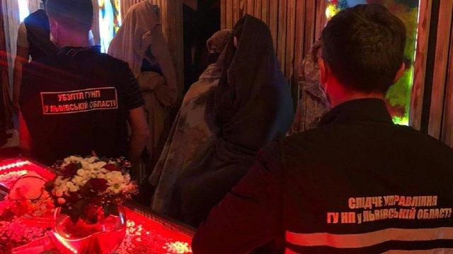 У Львові поліція закрила бордель, що працював як масажний салон