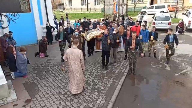 Священик із Самбора уникнув покарання за масову ходу з плащаницею під час жорсткого карантину