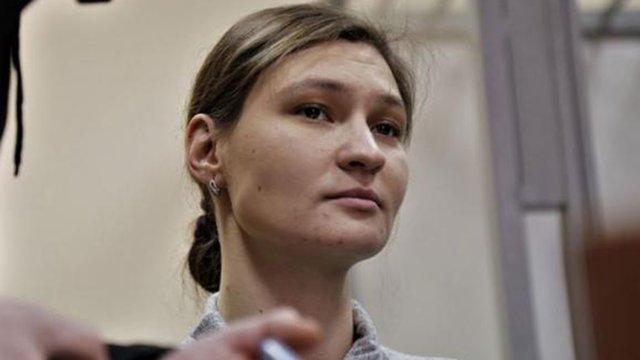 Суд дозволив підозрюваній у справі Шеремета Яні Дугарь зняти електронний браслет