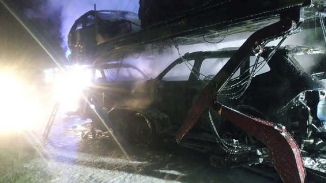 На трасі Львів-Краківець згоріли чотири автомобілі на лафеті