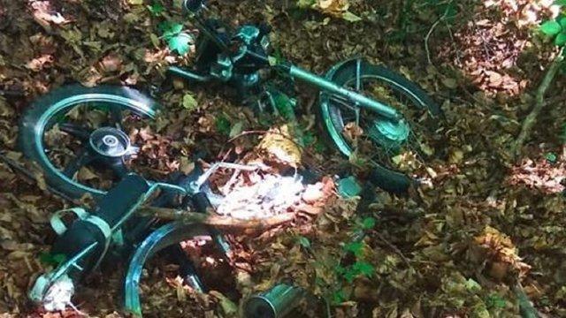 На Жовківщині двоє школярів вкрали мотоцикл та переховували його у лісі