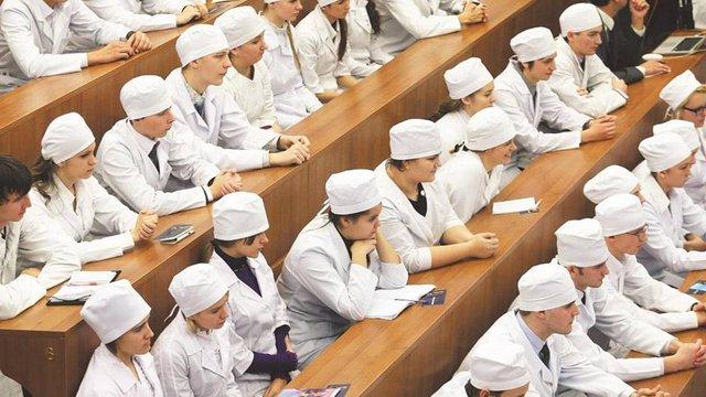 МОЗ знизило прохідний бал іспиту студентам-медикам через нелегкий навчальний рік