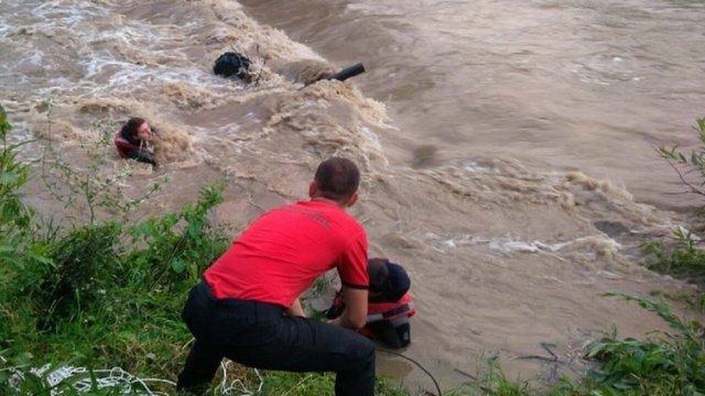У Славському під час переправи через гірську річку львів'янина на квадроциклі знесло течією