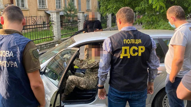 Викладача львівської Академії сухопутних військ затримали на хабарі 1200 доларів