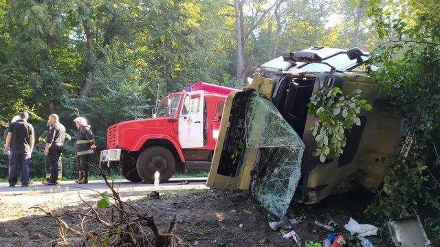 На Вінниччині легковик зіткнувся із вантажівкою, загинули чотири людини