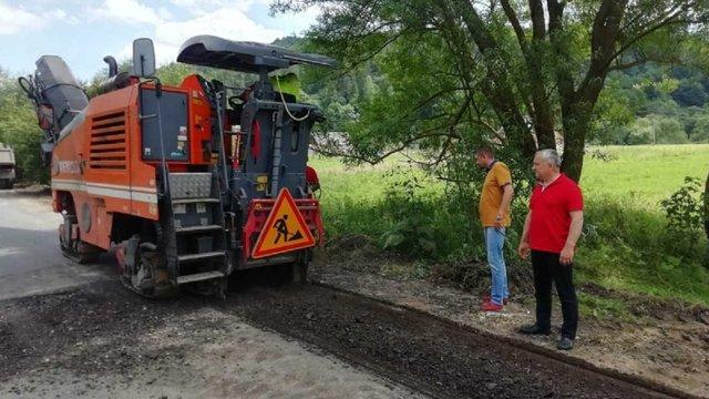 На Львівщині почали ремонт дороги, про яку знімав кліпи місцевий священик