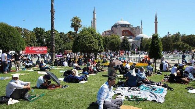 Мусульмани вперше за 86 років провели молитву у соборі Святої Софії в Стамбулі