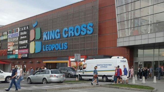 Через повідомлення про замінування з ТРЦ поблизу Львова евакуювали 5 тис. відвідувачів