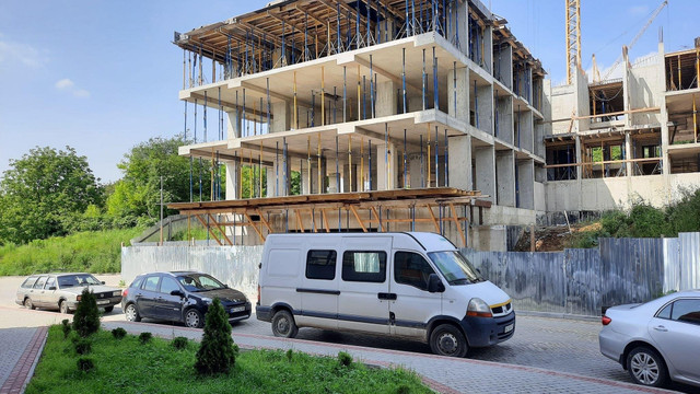 Суд тимчасово поновив дозвіл на будівництво багатоповерхівки в районі Під Голоском