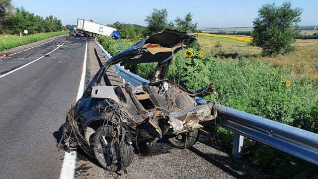 На Запоріжжі четверо людей загинули при зіткненні легковика з вантажівкою