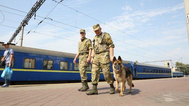 «Укрзалізниця» планує впровадити воєнізовану охорону в поїздах