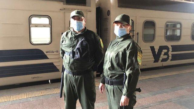 «Укрзалізниця» відновила роботу воєнізованої охорони у пасажирських потягах