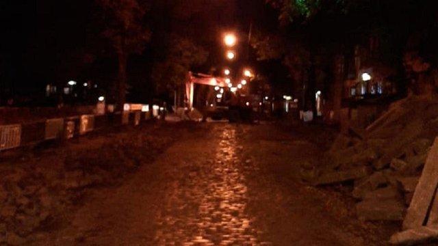 Львів'яни викликали поліцію через нічний ремонт вул. Бандери