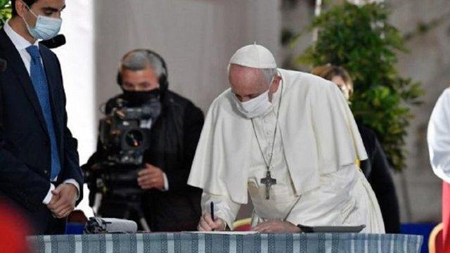 Папа Римський Франциск вперше надягнув маску на публічному заході