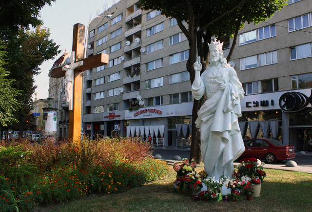 В центрі Львова самовільно поставили статую Христа