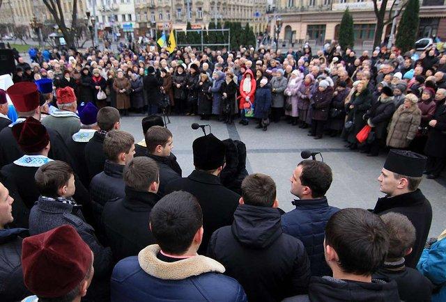У Львові люди молились за героїв і вимагали від президента рішучості
