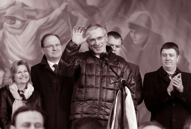 Ходорковський вирішив всидіти на двох стільцях