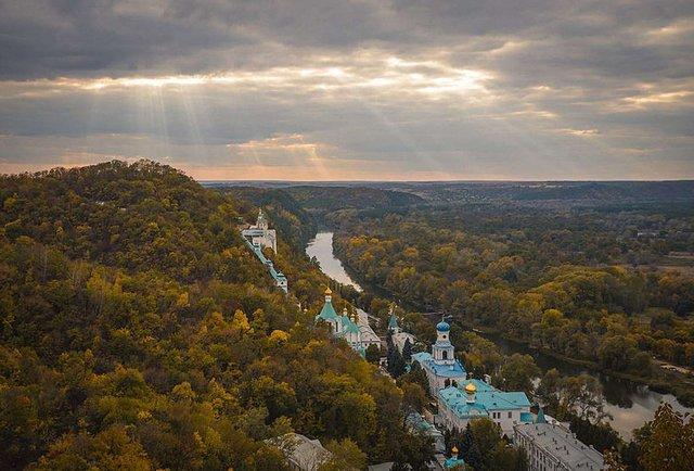 На конкурсі «Вікі любить пам'ятки» перемогла фотографія Святогірського монастиря