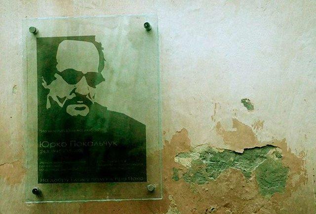 У Львові відкрили меморіальну таблицю письменнику Юрку Покальчуку
