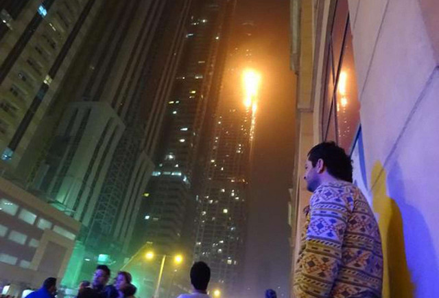 У Дубаї вогонь охопив найвищий житловий хмарочос  у світі (відео)
