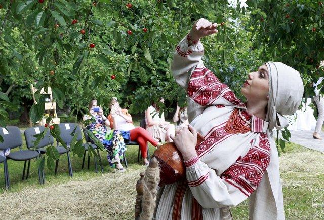 Оксана Караванська вперше показала свої вишиванки в Україні