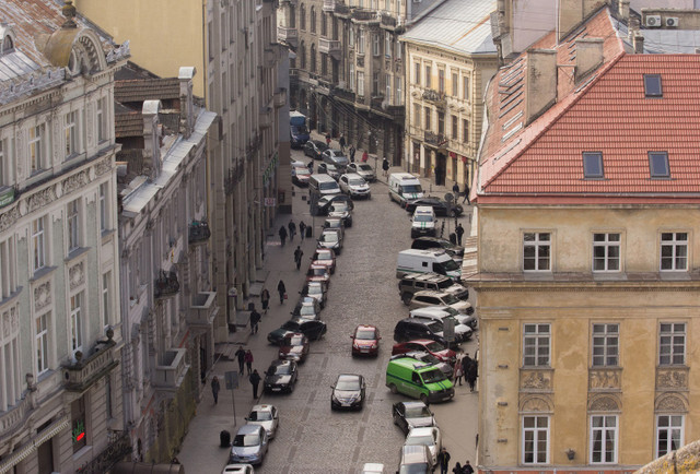 Центр Львова закрутять у кільце