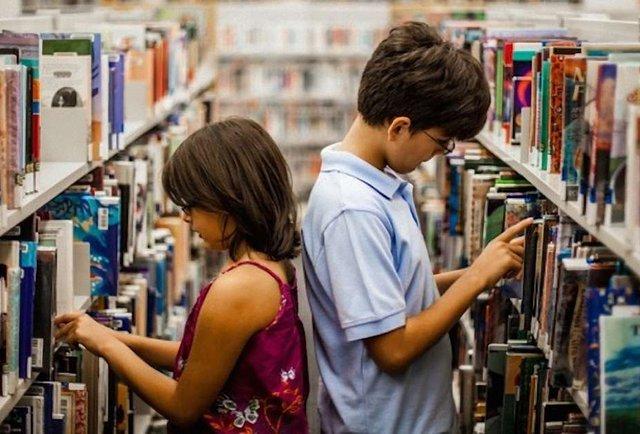 Позакласне читання