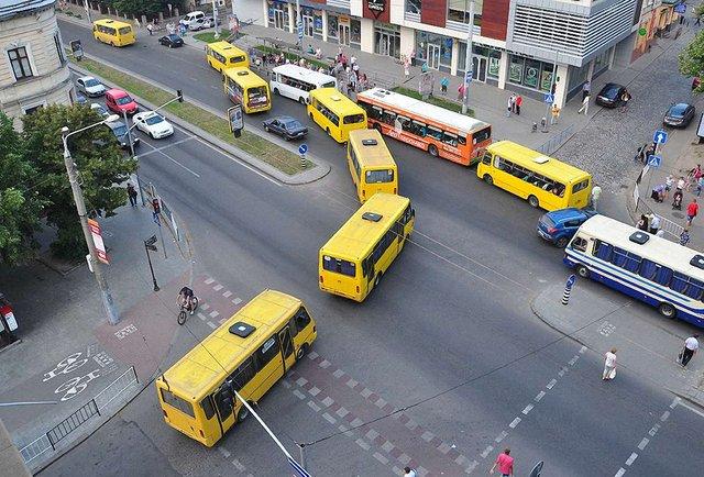 Як ви оцінюєте перенесення кінцевих зупинок приміських маршруток на околиці Львова?