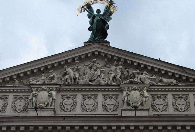 Хто претендує на посаду директора Львівської опери?