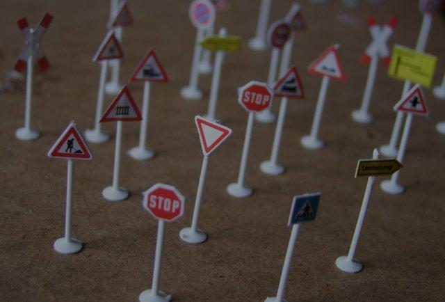 У Львові запровадили експериментальні дорожні знаки