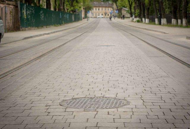 «Неможливо уявити магістральну вулицю в Європі, замощену бруківкою»