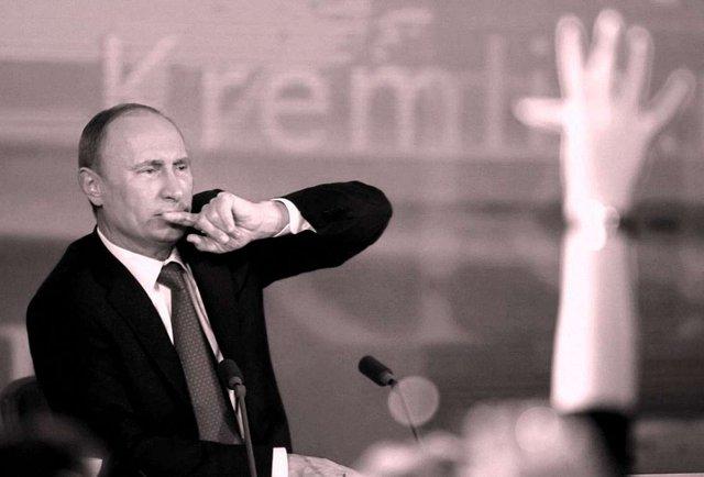 «Пряма лінія» Путіна: а цар же голий!