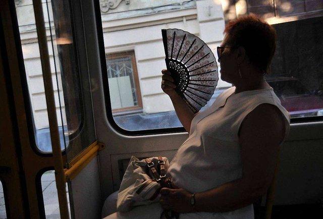 Чому у львівських маршрутках і трамваях не вмикають кондиціонери?