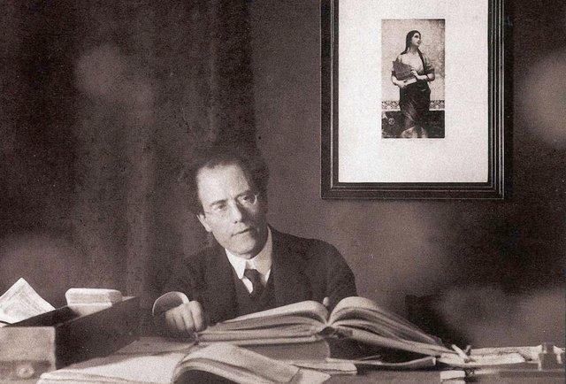 Ніч, Органний зал і Ґустав Малер