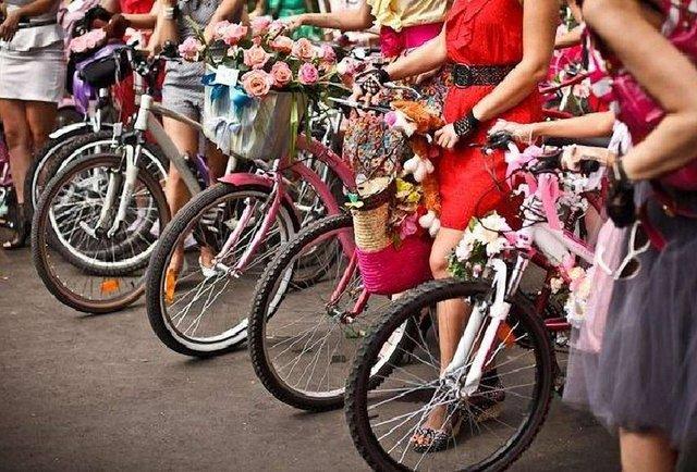 Жіночий велопарад, американський футбол і сальса на площі
