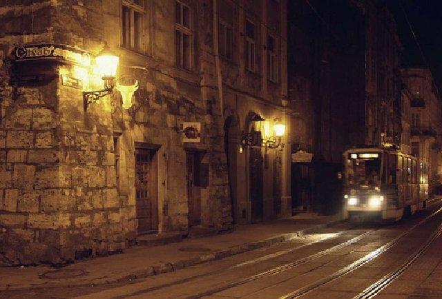 У парку, в підземеллі чи на цвинтарі: де провести «Ніч у Львові»?