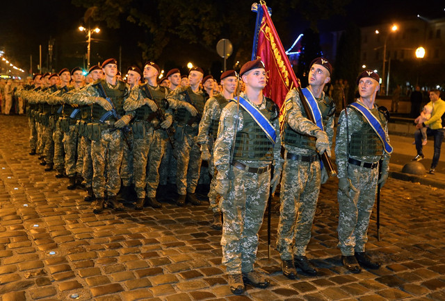 У центрі Львова військові почали репетицію маршу до Дня захисника України