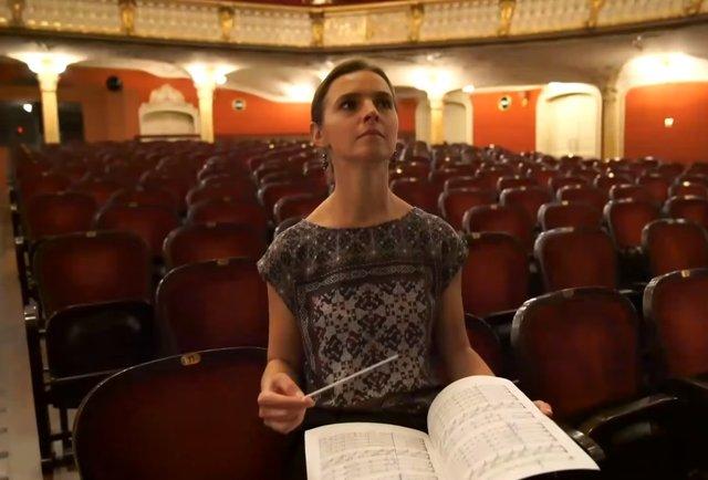 «Мені казали, що потрібно народитися в штанях, аби стати диригентом»