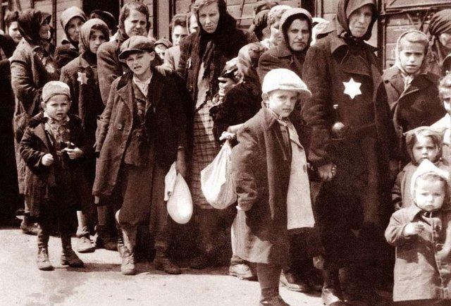 Реституція награбованого комуністами і нацистами