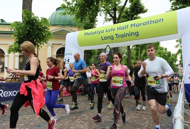 Понад 100 львів'ян взяли участь у тренуваннях перед півмарафоном у Стрийському парку