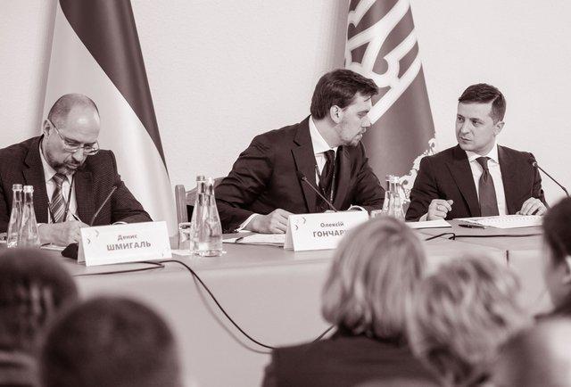 «Західники» і «слов'янофіли» та уряд Дениса Шмигаля