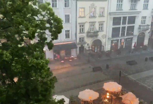 Львів накрила сильна гроза з градом