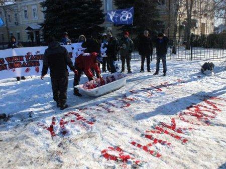 От Deutsche Bank требуют прекратить сотрудничество с Януковичем