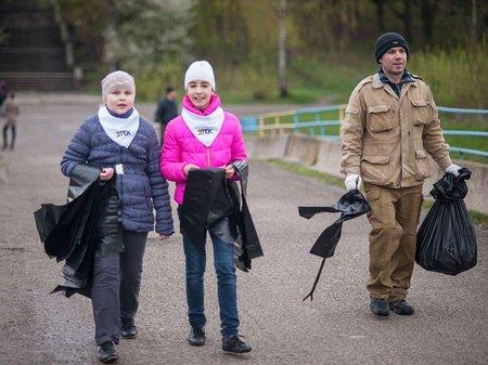 Волонтери ДТЕК прибирали сміття в Бурштині та Добротворі (відео)