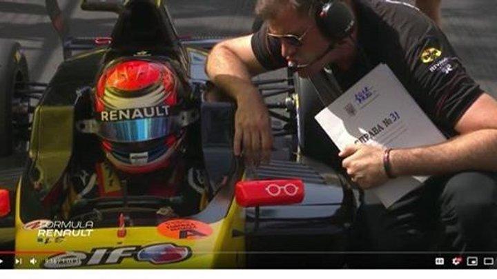 Звідки взялася українська папка в руках інженера Renault в Монако?
